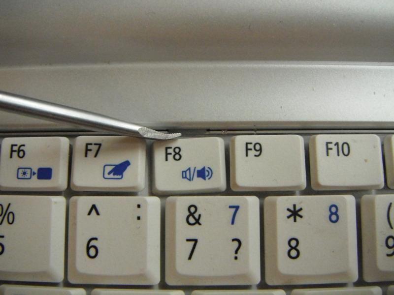 Демонтаж клавиатуру ноутбука